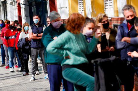 Argentina deja de lado uso de tapaboca al aire libre ante caída de casos Covid