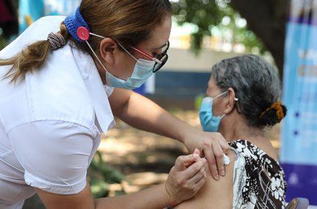 """""""Estamos obligados a ir a buscar a la población para vacunarla"""", dice infectólogo"""