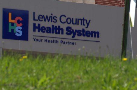 Hospitales de Nueva York despiden y suspenden a trabajadores no vacunados contra el COVID