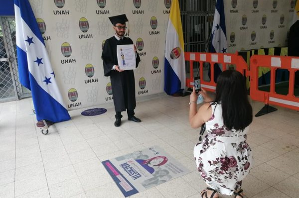 UNAH gradúa más de mil 800 nuevos profesionales