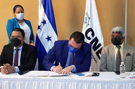 CNE firma contrato con tres de las cuatro empresas encargadas del TREP