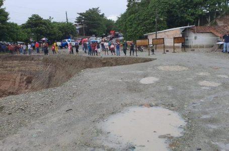 Cierran de manera indefinida aduana El Poy por impacto de las lluvias