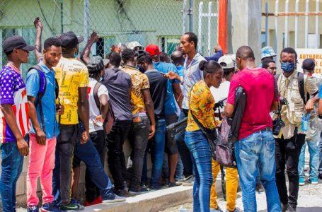 Enviado especial de EU para Haití dimite en protesta de la inhumana deportación de miles de haitianos