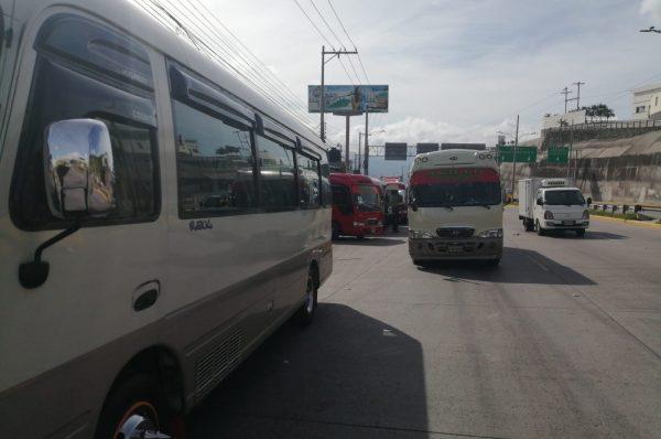 Transportistas dan inicio a paralización de unidades en la capital