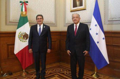 Presidente Hernández y AMLO dialogan sobre temas de interés para ambas naciones