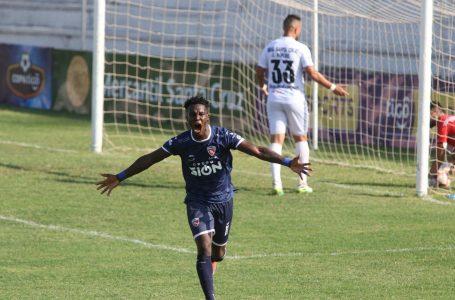 Rubilio Castillo sigue imparable anotando goles en el futbol de Bolivia