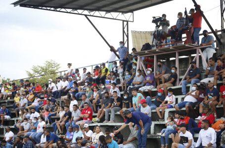Concentraciones políticas y gente en estadios quitan valor al toque de queda, según dirigente