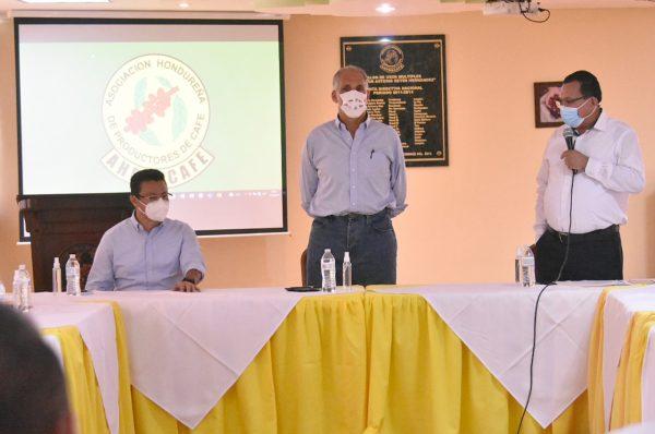 «Tito» Asfura afirma apoyo al sector cafétalero del país