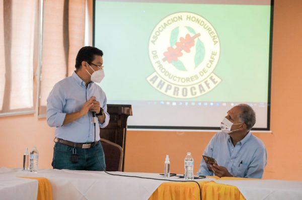 Tito Asfura y Ébal Díaz se comprometen con el sector cafetalero