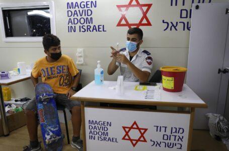 Una tercera dosis de Pfizer reduce el riesgo de infección ante la variante Delta, según científicos israelíes