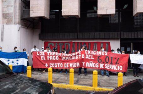 Sindicatos protestan en Finanzas pidiendo cumplimiento a exigencias salariales