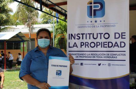Gobierno entrega 2,316 títulos de propiedad en San Pedro Sula