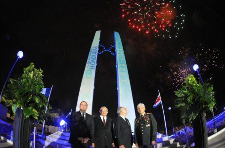 """Inaugurado el """"Monumento Obelisco Bicentenario"""" en la capital"""