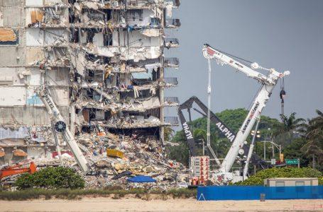 Evacuaron habitantes de dos edificios a metros de donde se derrumbó la torre de Miami-Dade