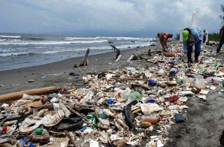 Presentarán millonaria demanda internacional contra Guatemala por basura en playas de Omoa