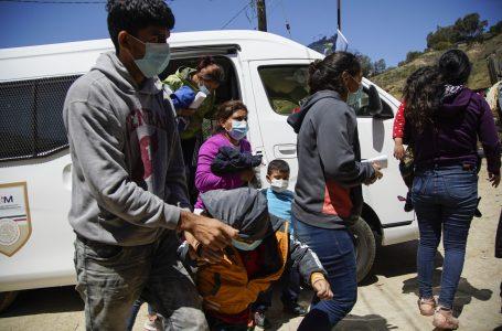 Juez prohíbe expulsar a familias migrantes con hijos sin permitirles solicitar asilo en EEUU