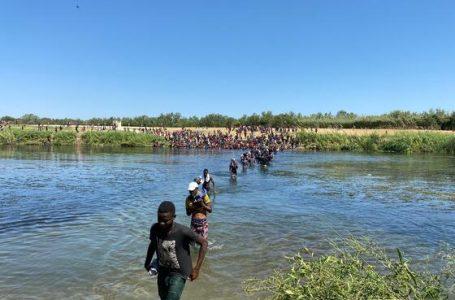 EEUU comienza a expulsar a inmigrantes haitianos en avión; ellos temen volver
