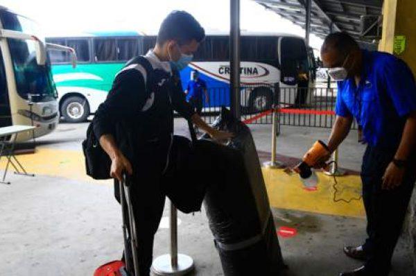 Se implementará puntos de vacunación en terminales de buses durante el Feriado