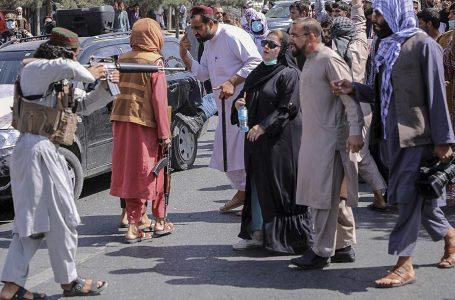 El nuevo gobierno talibán prohíbe el deporte femenino y las protestas sociales