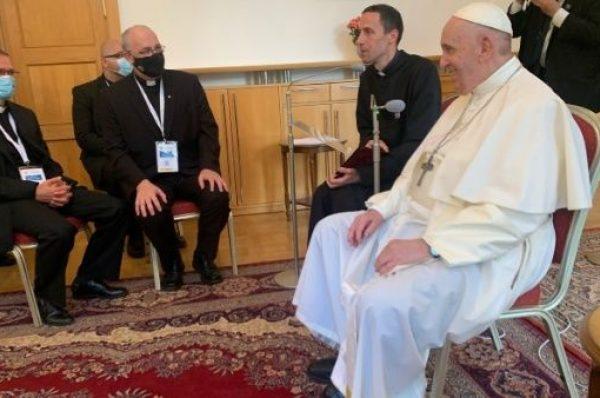 Papa Francisco denuncia que lo querían muerto tras su operación