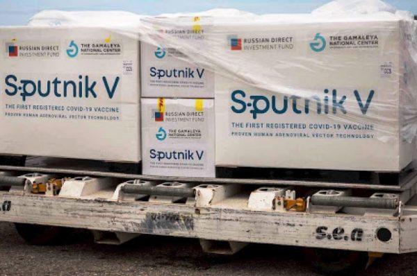 Nuevas normas de viaje de EEUU le cierran la puerta a quienes se vacunaron con Sputnik V