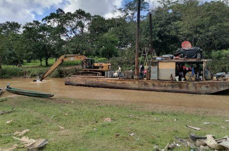 FFAA aseguran equipo de extracción de minería en Río Patuca