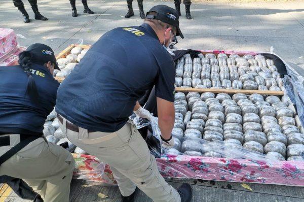 Incautan 254 paquetes de supuesta marihuana ocultos en camas en el norte del país