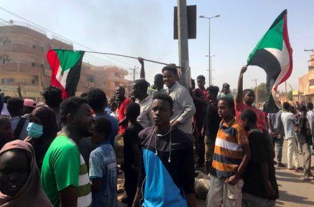 Estados Unidos niega haber autorizado golpe de Estado en Sudán y congela ayuda