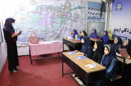 Talibanes prometieron reabrir las escuelas femeninas entre críticas y amenazas de protestas