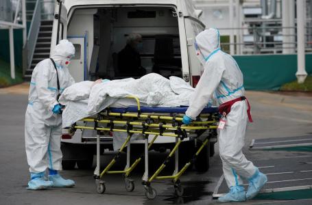 Rusia rebasó las 230 mil muertes por COVID tras rozar el récord de fallecidos diarios