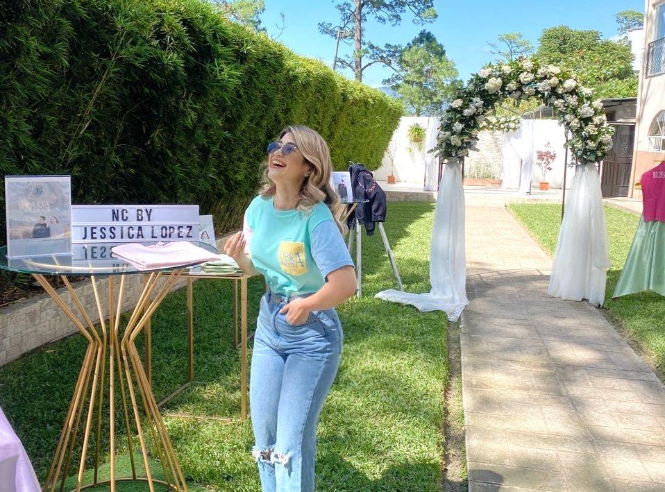 """Jessica Lopez, """"tiktoker"""" hondureña de contenido cristiano y su línea de ropa que rompe estereotipos"""