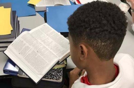 CN retoma debate por lectura de la Biblia obligatoria en centros educativos