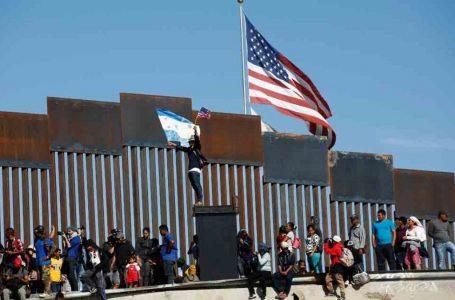 Corte de EE. UU bloquea fallo que impedía expulsar migrantes